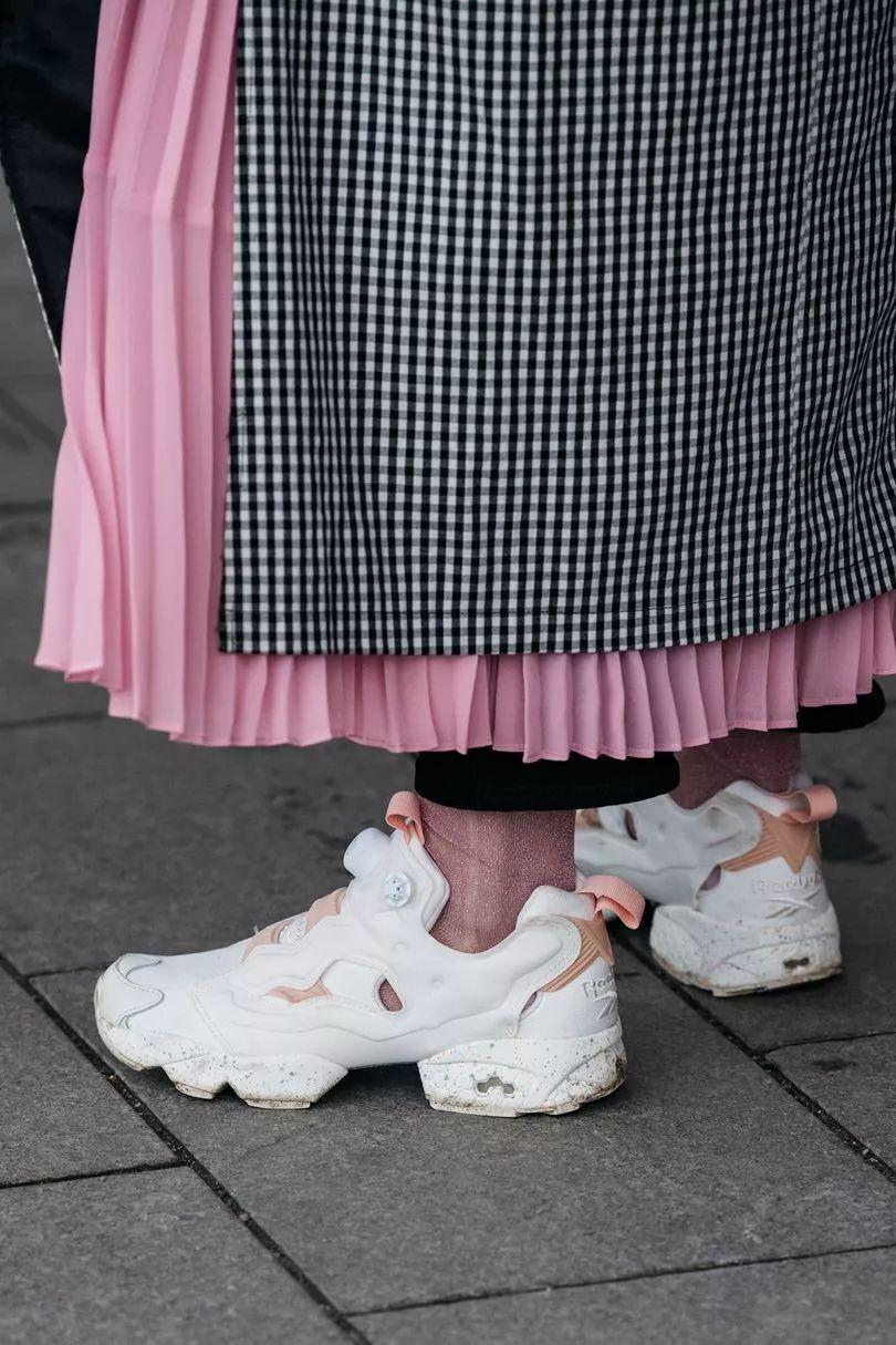 小白鞋花式系鞋带图解