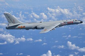 中国空军12架轰6K飞越南海上空