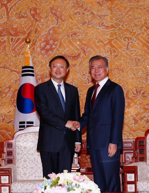 杨洁篪会见韩国总统文在寅