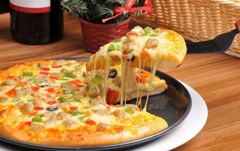 美剧推广出新招 无人机免费送比萨