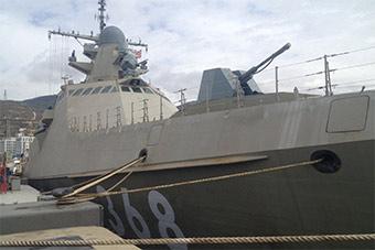 俄新锐模块化轻型护卫舰靠港锈迹斑斑