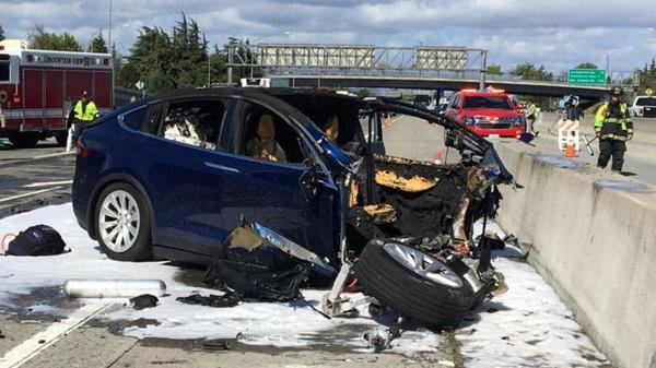 特斯拉证实:车祸Model X启用了自动驾驶辅助系统
