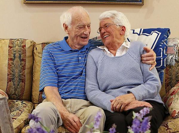 美夫妇离婚50年后复婚 决定携手走完最后的人生