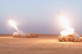 美军在叙作战秘密影像:动用远程火箭炮狂轰滥炸