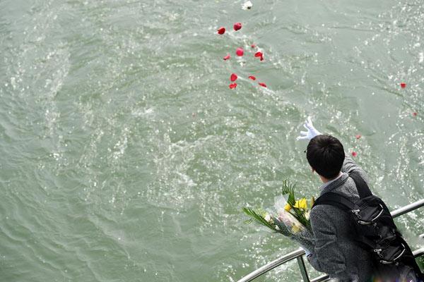 北京举行2018年骨灰撒海活动