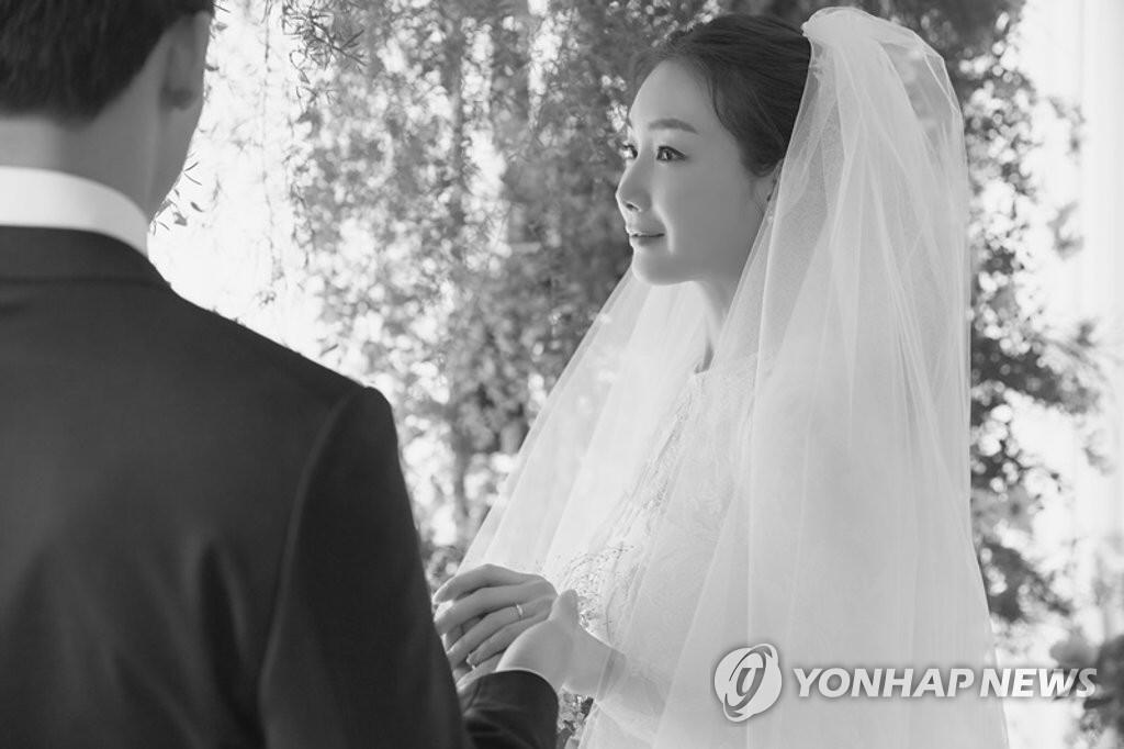 韩媒爆演员崔智友老公是圈外人 从事IT行业