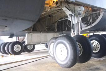 还有这种操作? 美军大运机轮可原地旋转90度