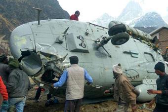 印军米17运输直升机在高原地区翻了个底朝天