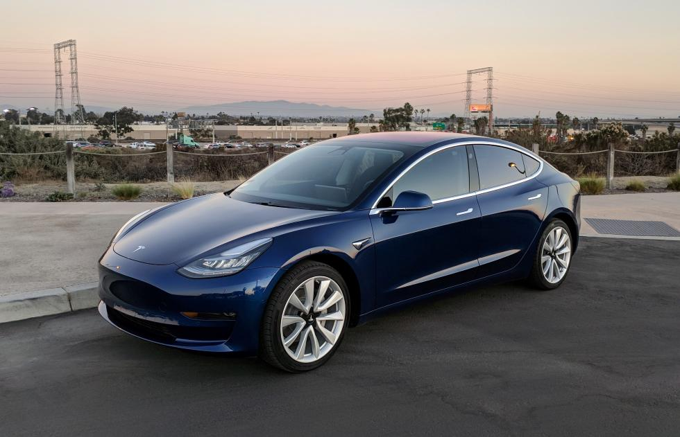 特斯拉Model 3周产量据称达2000辆 股价大跌5%