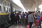 中国最慢绿皮火车:时速33公里 1站票价1元