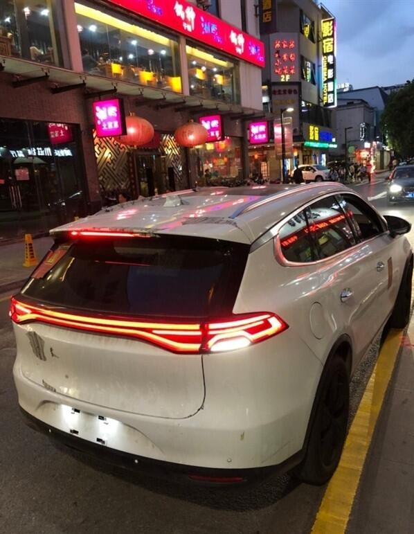 街头目击比亚迪新一代唐 未来将出纯电版本