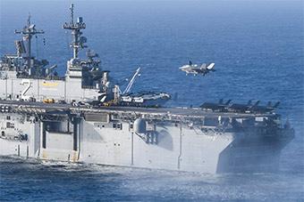 又多一艘:F-35B在黄蜂级二号舰上进行起降