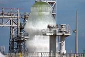 火箭发射台喷30米高水柱