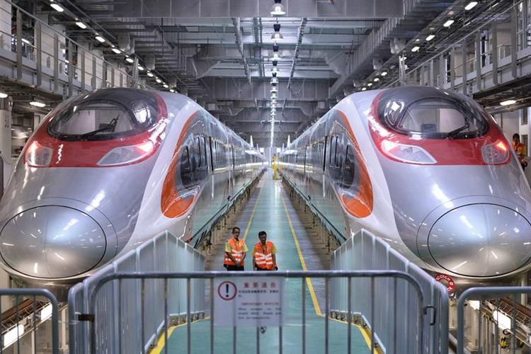 广深港高铁香港段昨试运列车尾部出轨 暂停试车