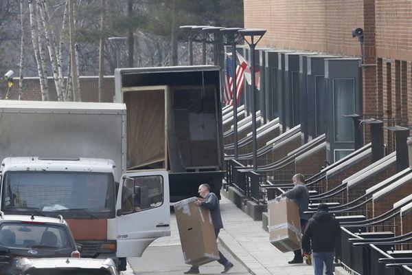 """美国60名外交官被驱逐 驻俄大使馆忙""""搬家"""""""