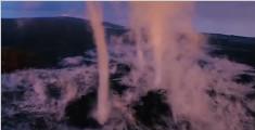 """壮观!夏威夷火山喷发形成罕见""""陆龙卷"""""""