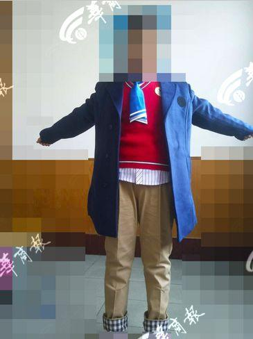 小学被曝变相强制买礼服 当地教育局:开过家长会了