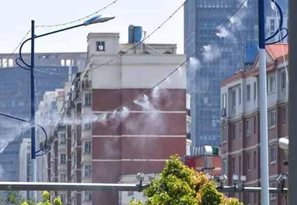 高空除尘器亮相昆明街头 连接在路灯上工作