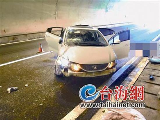 一家五口自驾回家过清明 高速翻车致两死三伤