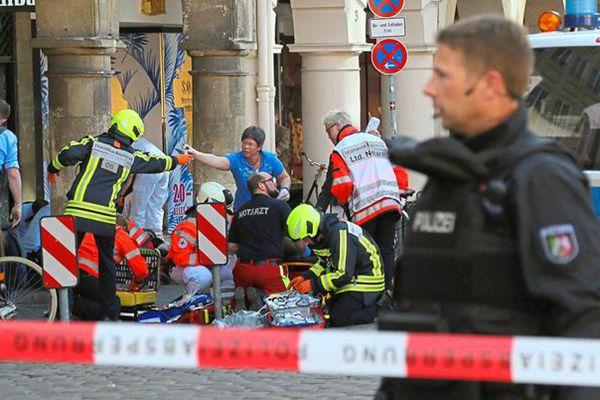 德国一汽车冲撞人群 致至少3死50伤司机开枪自尽