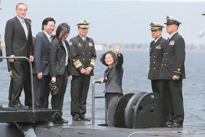 针对解放军舰机绕台?蔡英文为提士气将首次出海阅兵