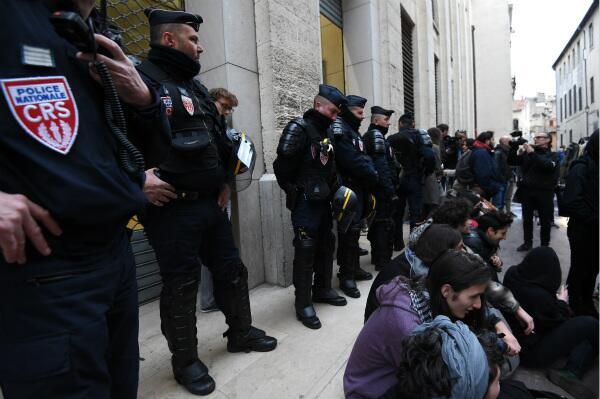 法大学入学改革引发抗议 事态呈蔓延失控风险
