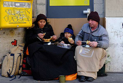 法摄像师记录街头难民现状 呼吁关注难民问题