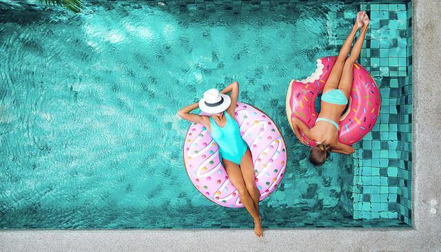 夏季海边度假,到底该选哪款防晒霜?