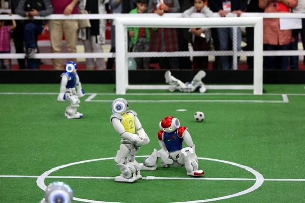 """伊朗举办""""机器人世界杯"""""""