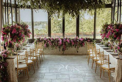塞尔维亚新人举办盛大古堡婚礼引关注