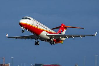直击8-10级狂风下的中国国产喷气客机