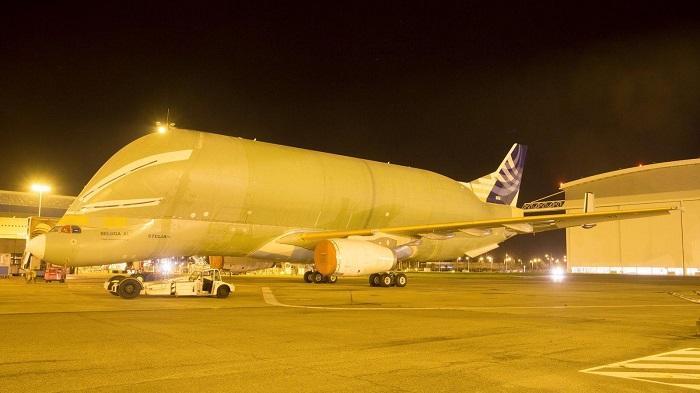 """空客""""超级大白鲸""""运输机引擎安装完成"""