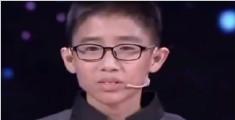 双手抛接还原魔方 中国小伙挑战吉尼斯世界纪录