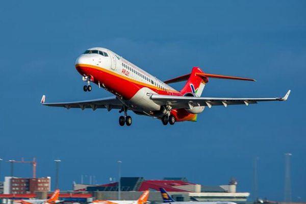 中国ARJ21喷气客机完成冰岛大侧风试飞凯旋归来