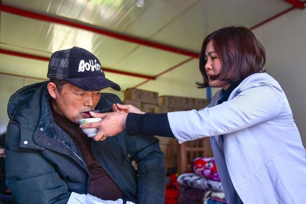 丈夫瘫痪13年 她边照顾边卖毛竹年产值千万