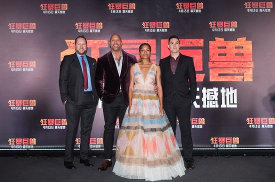 《狂暴巨兽》中国首映巨石强森霸气来袭