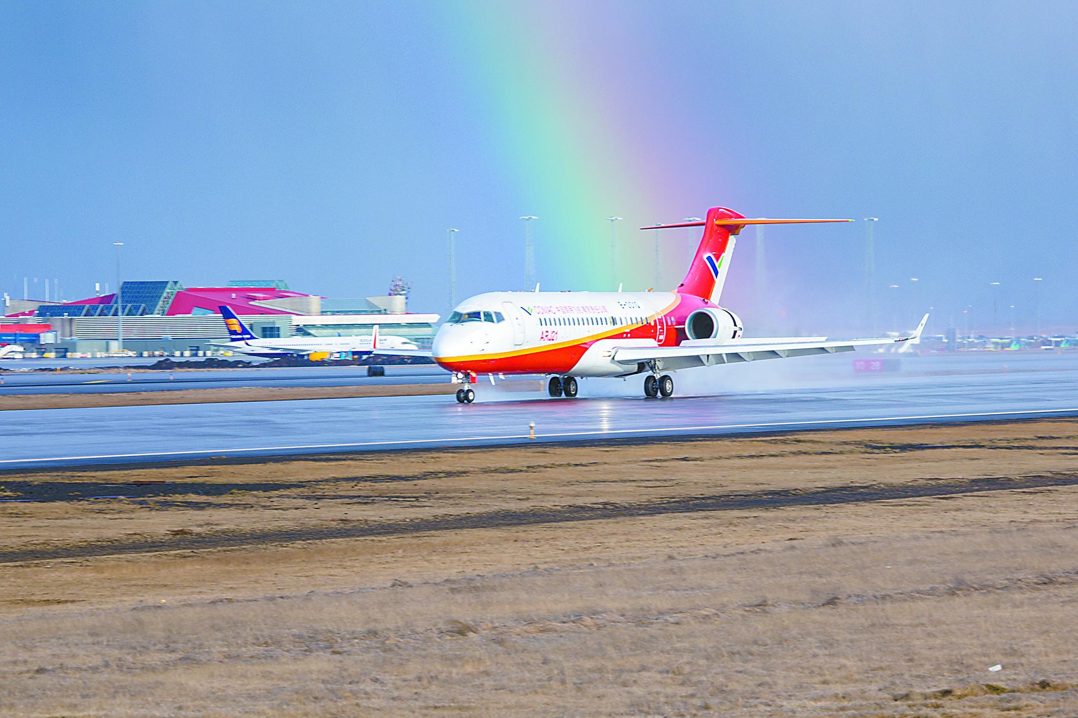 国产ARJ21-700客机八级狂风中完成大侧风试飞