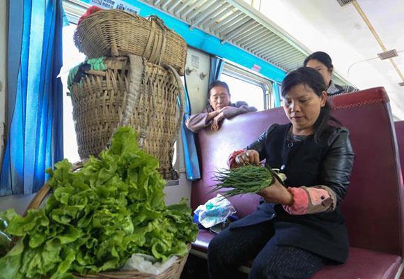 渝黔铁路线上的绿皮慢火车:票价最低2元