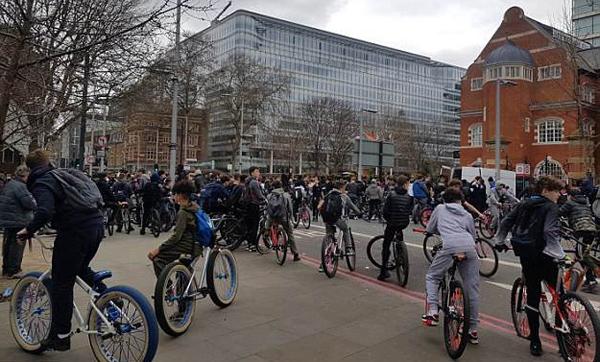 拒绝暴力,拒绝持刀行凶,四千名英国车友骑行伦敦抗议-领骑网