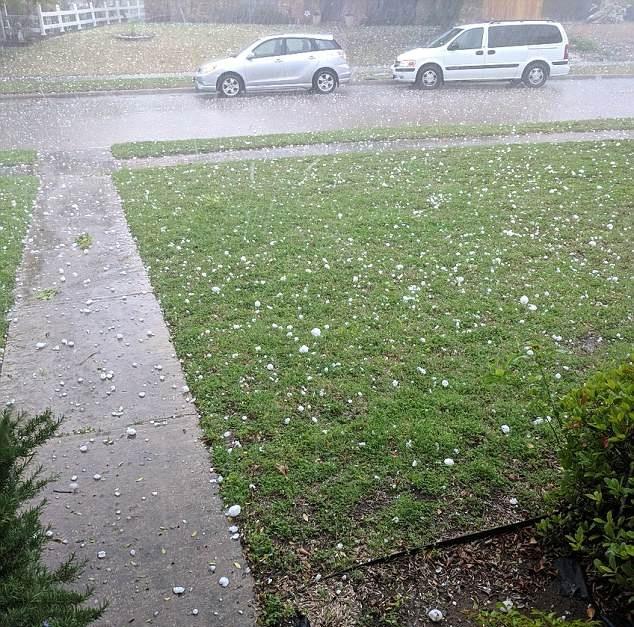 美得州遭遇雷暴天气 冰雹大如网球砸毁房屋