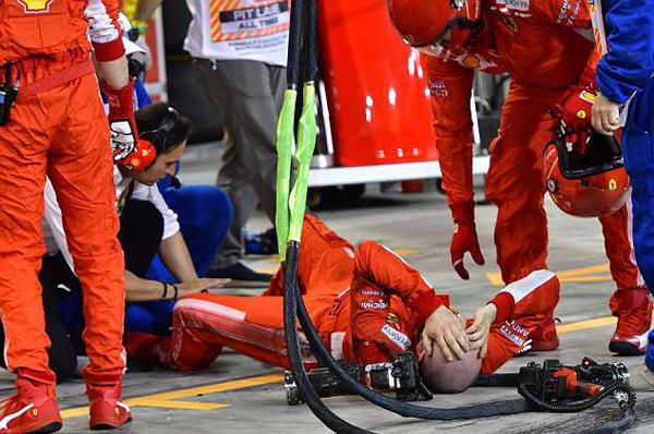 法拉利机修工遭检修中赛车撞击 致双腿骨折