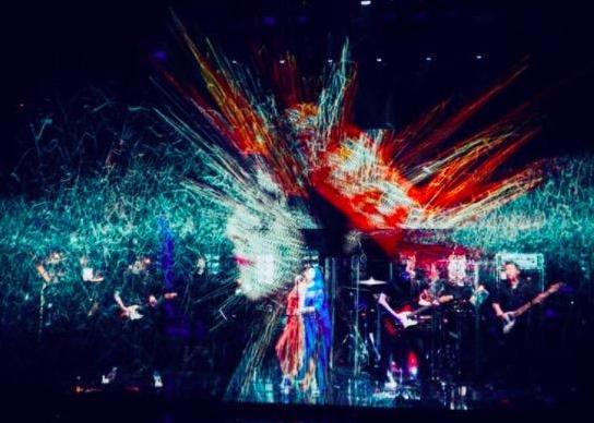 何超仪香港连唱两晚 庆祝乐队成军十周年