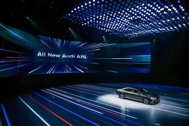 灯厂把灯玩上天 奥迪A8L发布会500架无人机编队跳舞
