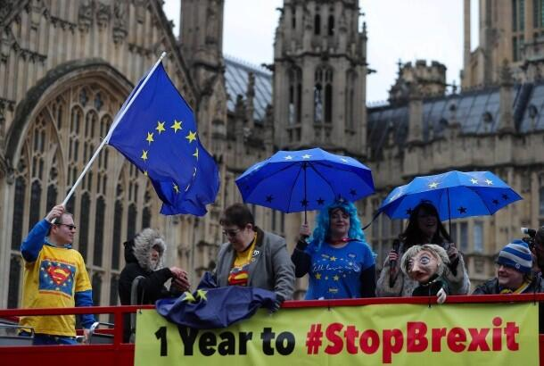 """为继续拥有欧盟公民权利 英国人刮起一股""""入欧潮"""""""