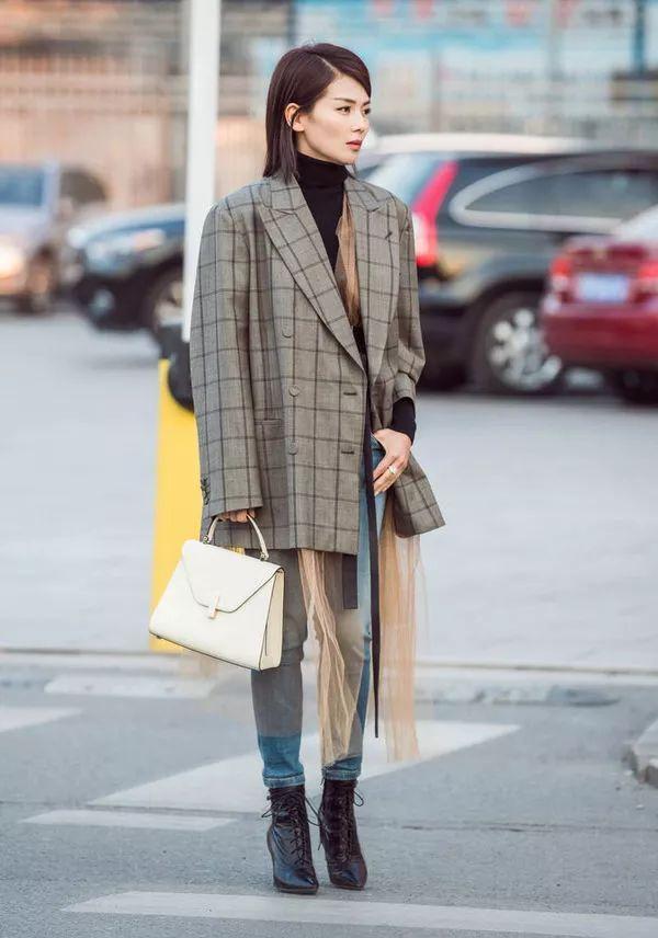刘涛演绎西装+牛仔裤搭配Look-秘笈 时髦扮酷两不误,西装 牛仔裤入图片