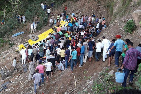 印度北部发生一起车祸 造成30人死亡包括27名儿童