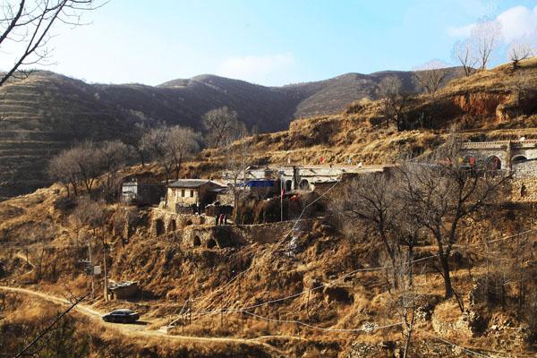 六位老人成村子最后居民 相伴过余年