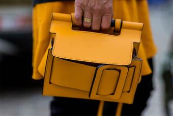 时装编辑为何都爱方扣包?