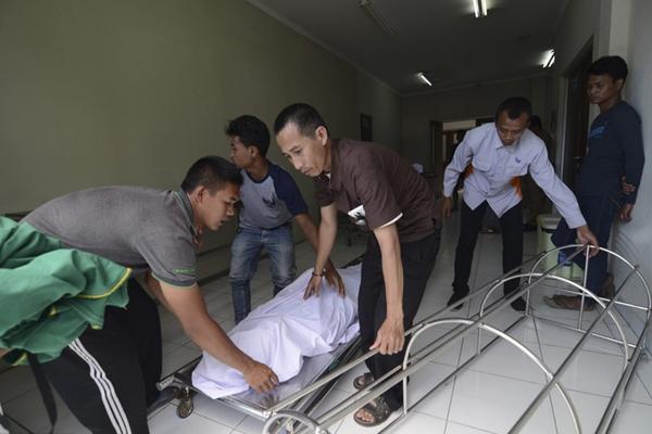 印尼爆发假酒中毒事件 已有近80人死亡