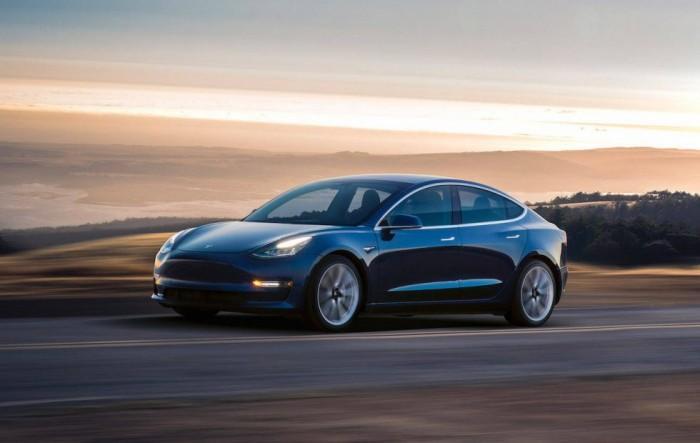 马斯克:7月份将推出配备双电动机的特斯拉车型